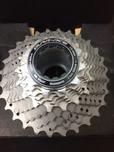 piñon nuevo 225x300 ¿Cuando cambiar la cadena de la bici?